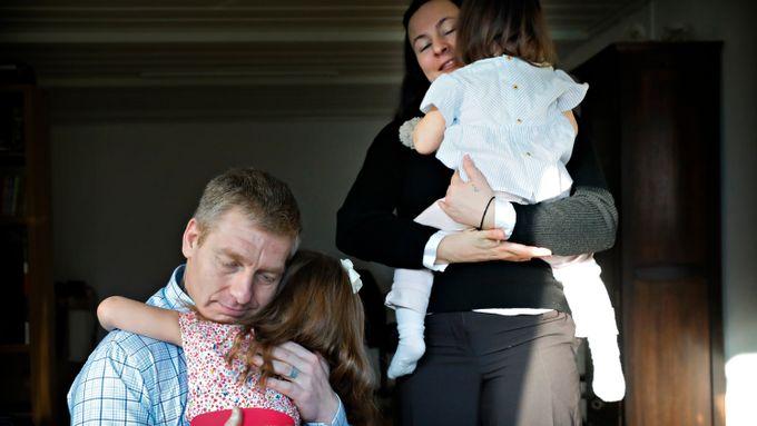 De gikk ut fra at faren var en farlig mann. Barnevernet tok fra paret datteren få dager etter fødsel.