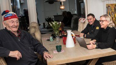Når det har stormet rundt RBK, har sjefen svart med å invitere kritikerne på kaffe. Bare noen få har våget å møte opp.