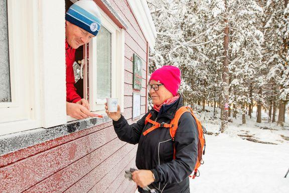 Ny rødmalt rastebu er på plass ved Øyungen i Maridalen