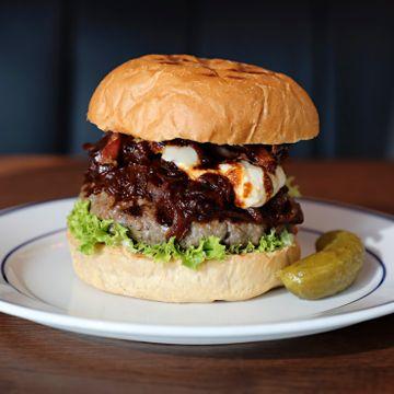 Restaurantanmeldelse: Det lugger litt på nye Døgnvill Burger. Blitt for store nå?