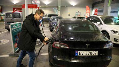 Et halvt år med Tesla Model 3: - Elbil har ført til at jeg kjører dobbelt så mye