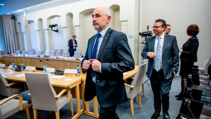 Aps tidligere arbeidsminister dras sterkere inn i trygdeskandalen