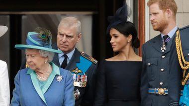 Britiske medier: – Dronningen har tatt sin jernneve i bruk